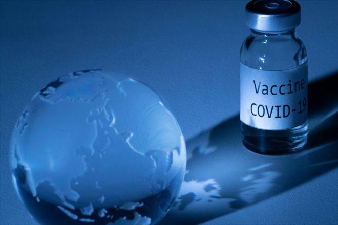 Le candidat vaccin d'Oxford-AstraZeneca sous le feu des critiques
